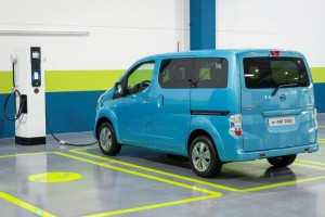 2015-Nissan-e-NV200-Electric-Charger