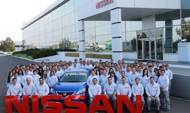 @Nissan_mx y su AUTO 10 MILLONES (@nissanoficial)