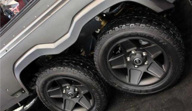Land Rover Defender 6×6 V8