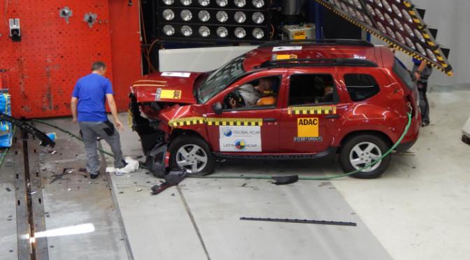 Y el Dummy comenzó a gritar – Luego de un crash test a 64 km/h la puerta de la Duster no se abrió