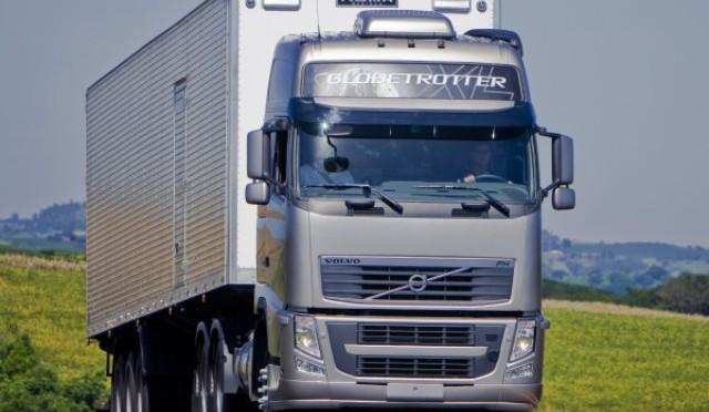 Volvo Trucks | presenta el FH 6×4 con eje elevable