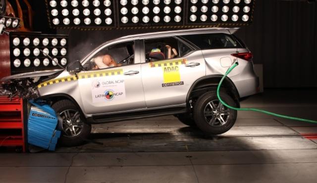 SW4 by Toyota | Latin NCAP la califica con 5 estrellas