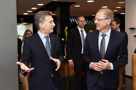 Macri se reunió con representantes de Daimler y resaltó la importancia de la empresa. Foto 1