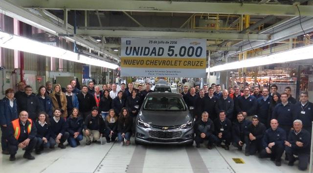 Cruze | Chevrolet | sale de línea de montaje la unidad 5000