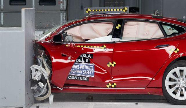 Model S   Tesla   Crash Test del IIHS
