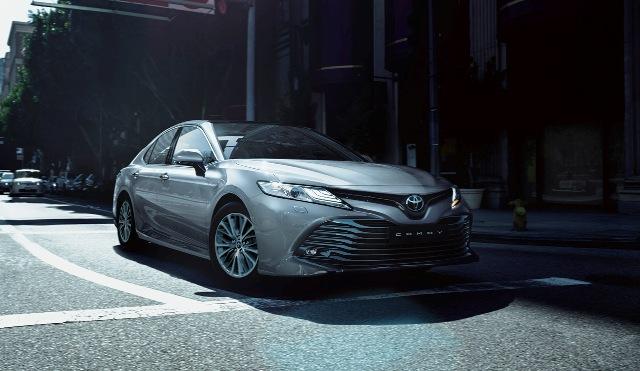 Camry | Toyota | llega el rediseñado sedán de lujo