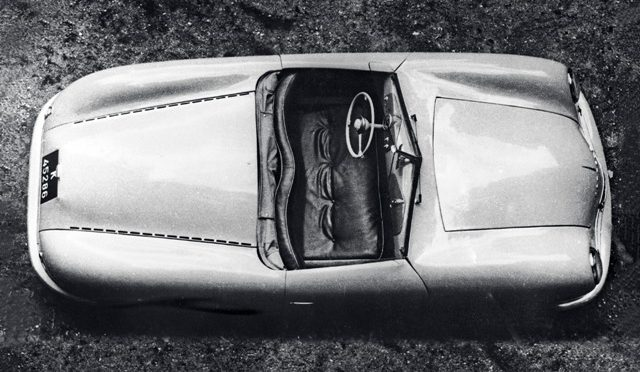 Porsche   construye réplica de su primer auto