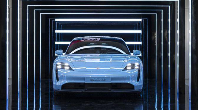 Porsche | Inaugura en Berlín la expo 'Porsche: Pionera de la Movilidad Eléctrica'